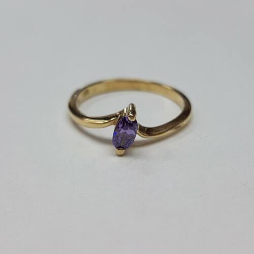 Arany lila köves, eljegyzési gyűrű